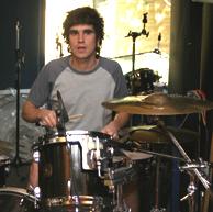 Karlos Arancegui a la batería.