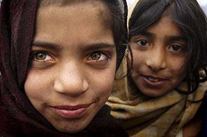 Dos niñas musulmanas de Cachemira. (Foto: EFE)