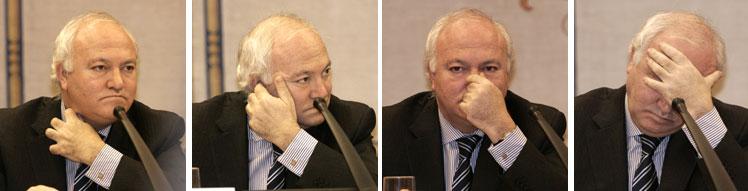 Miguel Ángel Moratinos, durante la comparecencia. (Fotos: Diego Sinova)