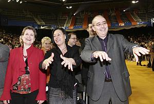 Bargalló hace la ola en un acto a favor del catalán. (Foto: EL MUNDO)