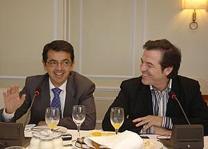 Pablo Carrasco (izda.) y Pepe Navarro, en la presentación del nuevo programa. (Foto: RTVE)