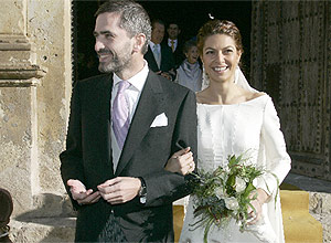 Lucía Figar y Carlos Aragonés, tras contraer matrimonio. (Sinova)