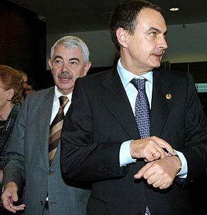 El presidente de la Generalitat, Maragall (izda.), y el del Gobierno central, Rodríguez Zapatero, en la pasada Cumbre Euromediterránea. (Foto: EFE)