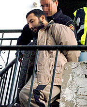 Uno de los detenidos en Málaga. (Foto: EFE)