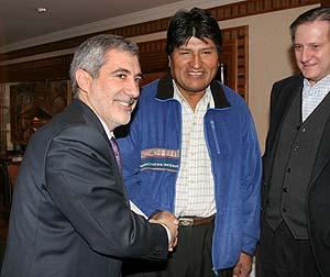 Gaspar Llamazares y Evo Morales, en Madrid. (Foto: EFE)