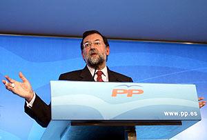 Rajoy, durante una rueda de prensa este lunes en Madrid. (Foto: EFE)