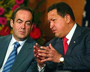 José Bono y Hugo Chávez, el pasado noviembre. (Foto: REUTERS)