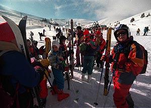 Esquiadores en Valdesquí. (Foto: Javi Martínez)