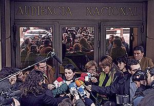 La abogada de Batasuna, Jone Goirizelaia, a la salida de la Audiencia Nacional. (Foto: EL MUNDO)