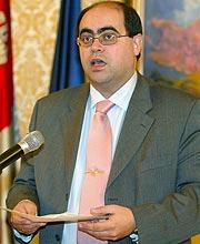 Fernando Rodríguez, en la rueda de prensa en que ha informado de la denegación. (Foto: EFE)
