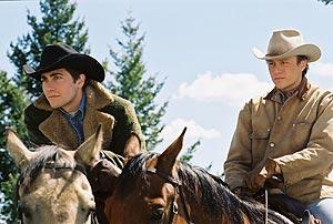 Jake Gyllenhaal (izda.) y Heath Ledger protagonizan el filme. (Foto: REUTERS)