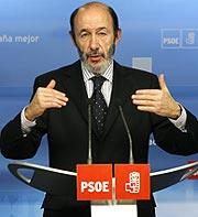 Alfredo Pérez-Rubalcaba, durante la rueda de prensa. (Foto: EFE)