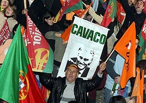 Los seguidores de Cavaco Silva festejan la victoria. (Foto: EFE)