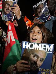 Seguidores de Cavaco Silva, en Lisboa. (Foto: REUTERS)