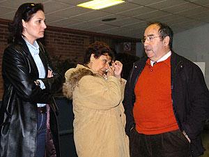 Familiares de los fallecidos en el accidente del Yak-42, antes del inicio del juicio. (Foto: EFE)