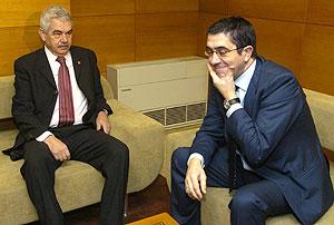 Pasqual Maragall con Patxi López, durante la reunión. (Foto: EFE)