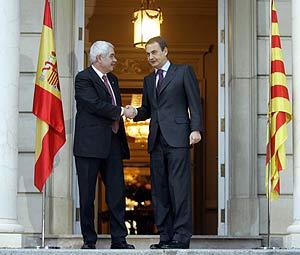 Zapatero (dcha.) y Maragall, en La Moncloa. (Foto: REUTERS)