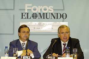 Juan Jesús Vivas y Juan José Imbroda en un Foro organizado por EL MUNDO. (Foto: José Aymá)