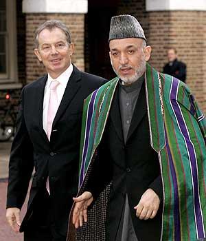Tony Blair y el presidente afgano, Hamid Karzai. (Foto: EFE)
