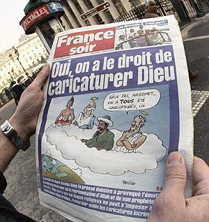 Portada de France Soir con el titular 'Sí, tenemos derecho a caricaturizar a Dios'. (Foto: AFP)