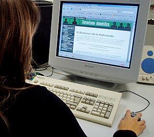 Muchas mujeres escriben cada semana al Defensor de la Maltratada. (Foto: elmundo.es)