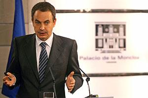 Zapatero, durante una rueda de prensa. (Foto: REUTERS)