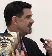 El comisario, Terence Riley, en la presentación. (Foto: EL MUNDO)