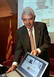 Pasqual Maragall, durante la presentación de su 'blog'. (Foto: EFE)