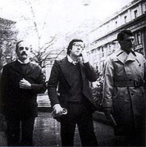 De izquierda a derecha, 'Txaflis', 'Erreka' y Ugarte en su primera reunión en Ginebra. (Foto: 'Espía en el País Vasco'. Plaza y Janés)