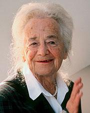 Hilde Domin, en la Feria de Fráncfort en 1999. (Foto: EFE)