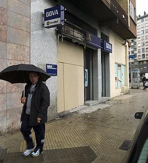 La sucursal del BBVA atacada, en la plaza Gregorio Altube de Vitoria. (Foto: EFE)