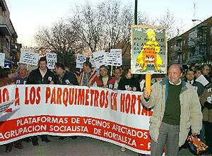 Manifestación en Hortaleza contra los parquímetros. (Foto: EFE)