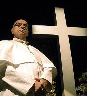 Leo Bassi, en el Teatro Alfil durante la representación de 'La revelación'. (Foto: AFP)