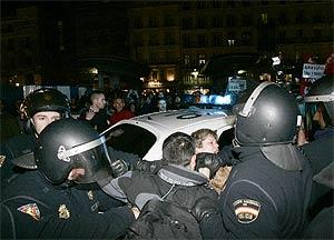 La policía reprime a los manifestantes el pasado viernes. VEA MÁS IMÁGENES. (Foto: Cases)