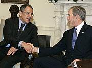 George W. Bush y Sergei Lavrov. (Foto: AFP)