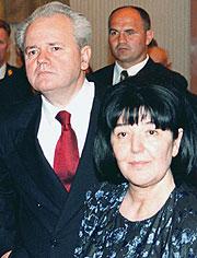 Milosevic y su esposa, Mirjana. (Foto: AP)