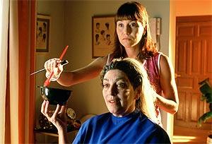 Lola Dueñas y Carmen Maura, en otra escena.