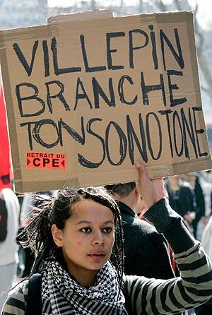 Una joven se manifiesta en Lyon. (Foto: AFP)