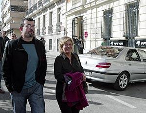 Petrikorena y Arantxa Zulueta a su llegada a la Audiencia. (Foto: Chema Tejeda)