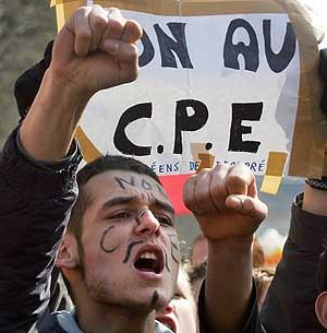 Protesta contra el CPE, en Lille (norte de Francia). (Foto: AFP)