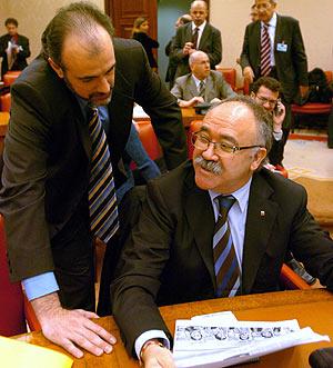 Josep Lluís Carod-Rovira, con el portavoz de ERC, Joan Ridao. (Foto: EFE)