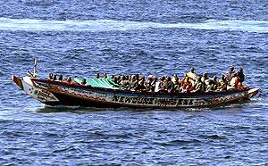 Un cayuco con 73 inmigrantes camino a Tenerife. (Foto: EFE)