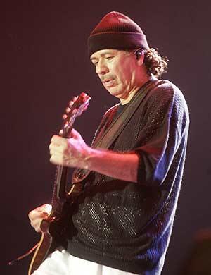 El músico durante su concierto en el Estadio Monumental de Lima. (Foto: AP)
