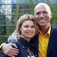 Arús y su mujer, Angie Cárdenas. (Foto: ANTONIO MORENO)