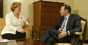 Begoña Errazti y Juan José Ibarretxe. (Foto: AFP)