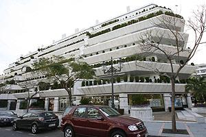 Edificio de apartamentos donde vive Juan Antonio Roca. (Foto: A. PASTOR)
