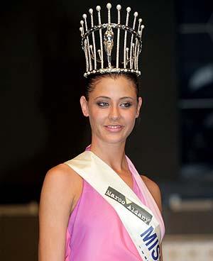 Elisabeth Reyes, con la corona de Miss España. (Foto: EFE)