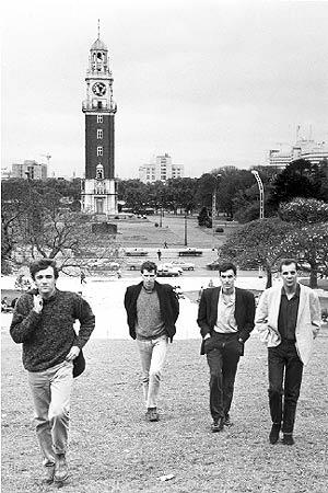 Los cuatro primeros integrantes de La Unión (se descolgó Íñigo Zabala en 1988), en los primeros tiempos en Buenos Aires. (Foto: Espejo de Tinta)