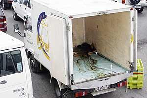 Camioneta donde ha aparecido el cadáver de Uzkiano. (Foto: Justy García)