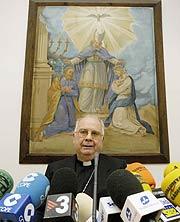 El obispo de Lleida, cuando se negaba a la entrega de las obras. (Foto: L. Sansen)